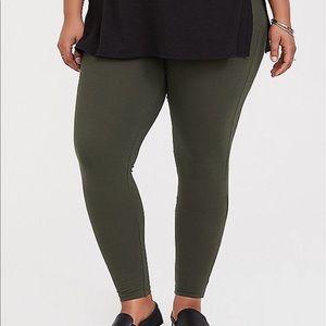 NWT Torrid size 6 Green Premium leggings 6x